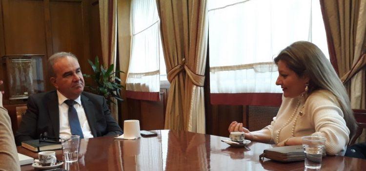 Συνάντηση Αυγερινοπούλου – Παπαθανάση για στήριξη βιομηχανιών πλαστικού μιας χρήσης
