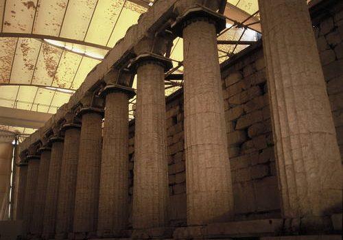 Αναφορά Αυγερινοπούλου για τη δυσκολία πρόσβασης και τις ελλείψεις του Επικουρίου Απόλλωνος