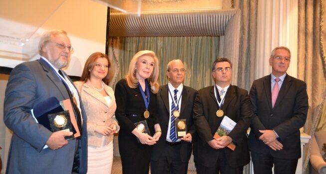 Συγχαρητήρια της Δρ. Αυγερινοπούλου στην κα Μαριάννα Βαρδινογιάννη για την απονομή του βραβείου Νέλσον Μαντέλα